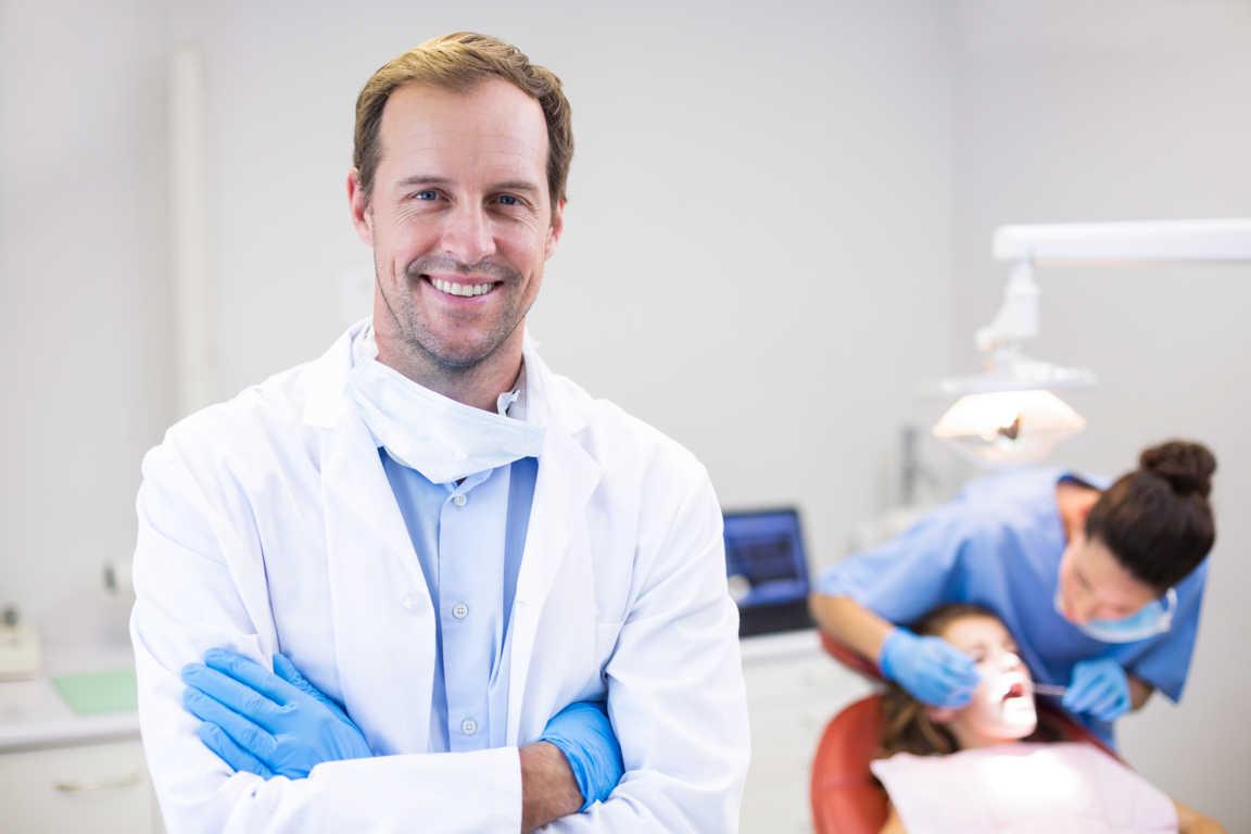 ¿Qué debo hacer para elegir un buen dentista?